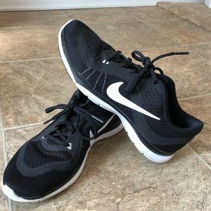 Nike Women's Flex TR6, Size 8